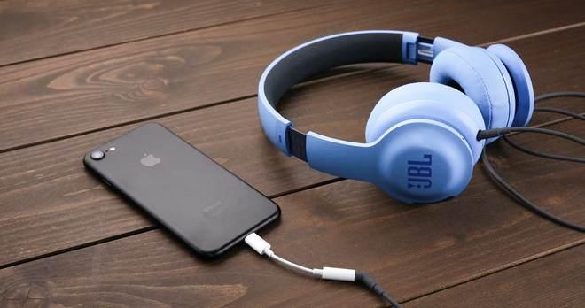 iPhone7で充電しながらイヤホンで音楽を聴ける便利なケーブルのまとめ
